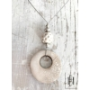 Kép 1/2 - Fehér kraklé lyukas medálos nyaklánc