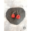 Kép 2/2 - Piros rózsa alakú fülbevaló
