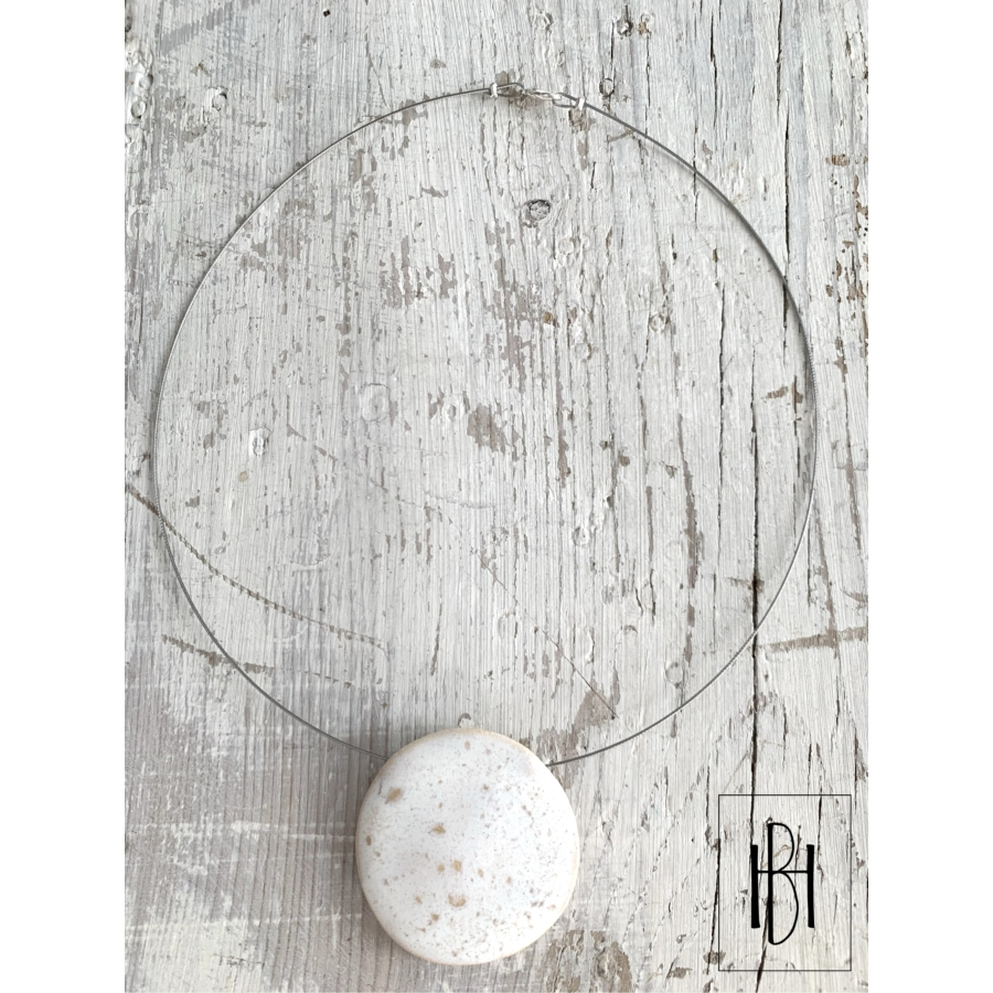 Fehér- pezsgő pöttyös egymedálos nyaklánc