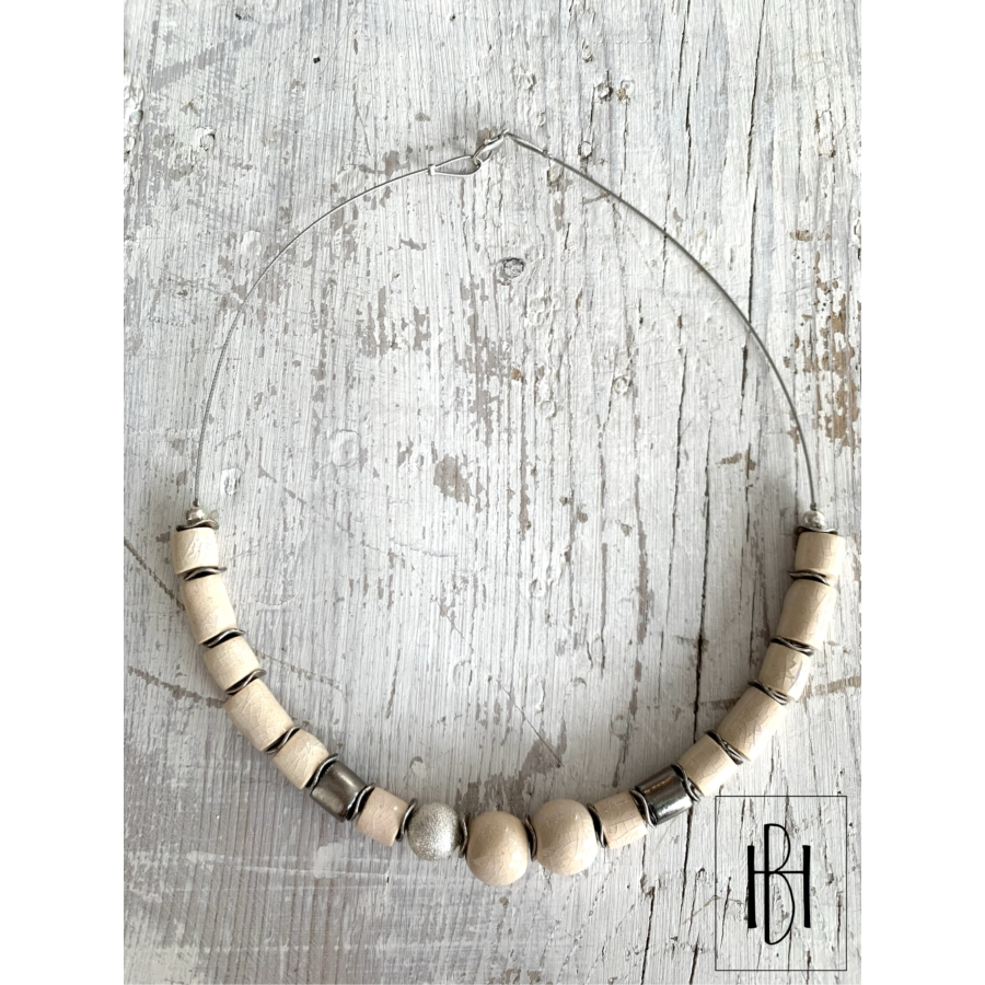 Ekrü- arany gyöngyös feles gyöngysor